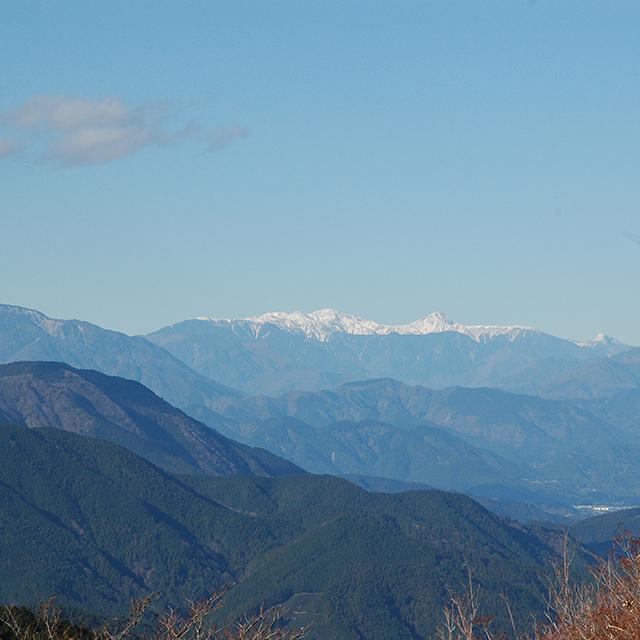 浜石岳から北アルプスを見る