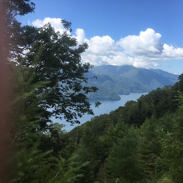 中禅寺湖横から見るか上から見るか